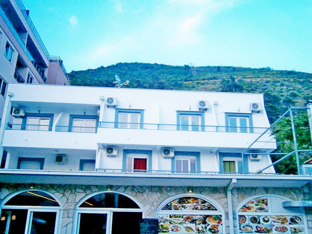 Как самому забронировать отель в черногории авиабилеты дешево москва днепропетровск