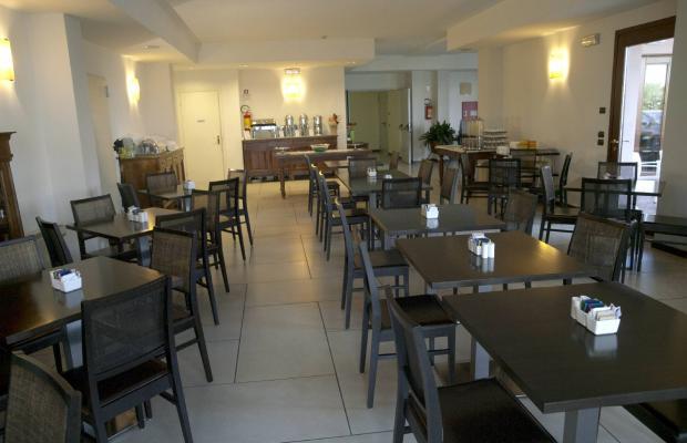 фото отеля International Hotel изображение №21