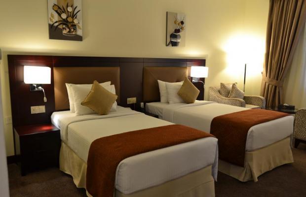 фотографии Summit Hotel (ex. Hallmark Hotel; Commodore; Le Baron) изображение №8